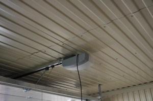 Профилированный лист в отделке гаража