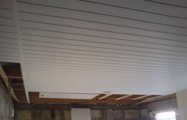 В гараже потолок