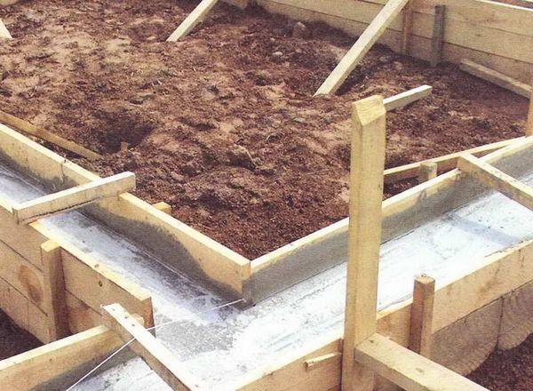 Делаем установку опалубки под фундамент