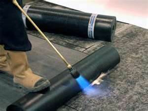Для укладки применяем газовую горелку