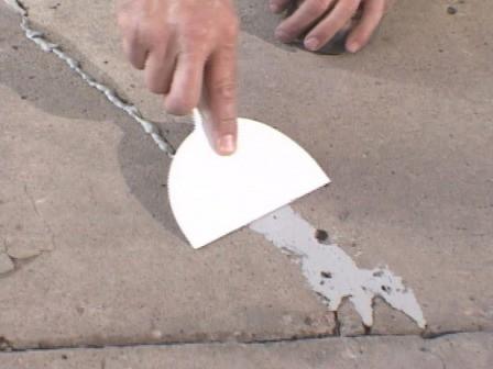 Делаем обработку стыков плит