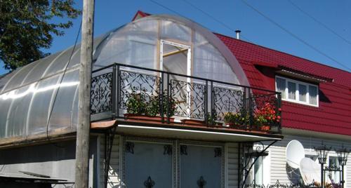 Применение поликарбоната при отделке крыши