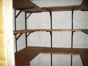Металлический стеллаж с деревянными съемными полками