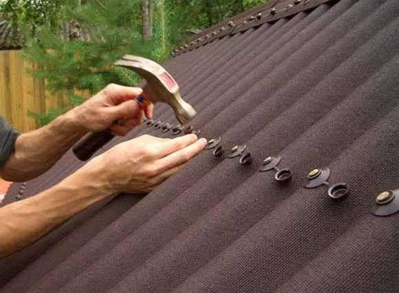 Отделка крыши гаража ондулином