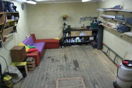 Уютное обустройство рабочего места в гараже