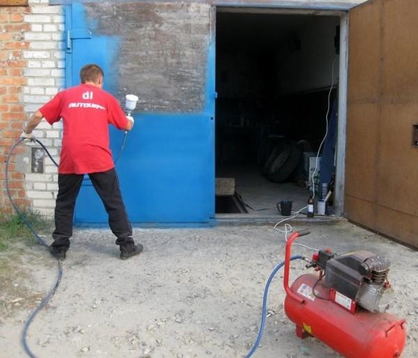 Делаем покраску гаражных ворот