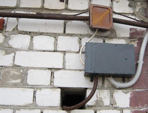 Открытая проводка освещения для гаража