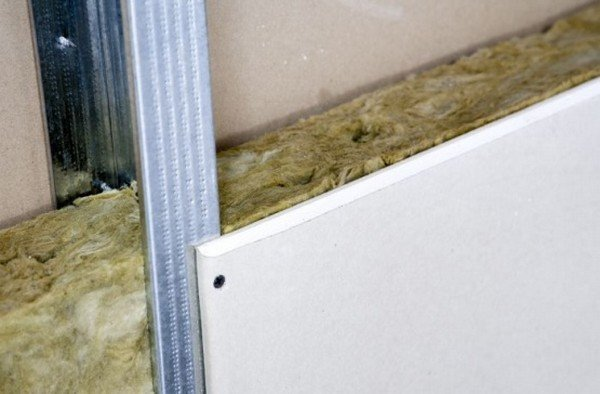 Пример укладки минеральной ваты с последующей облицовкой
