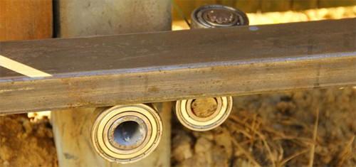 Установка роликов откатных ворот