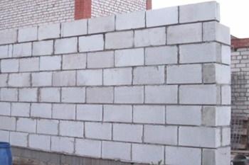 Выполняем кладку стен