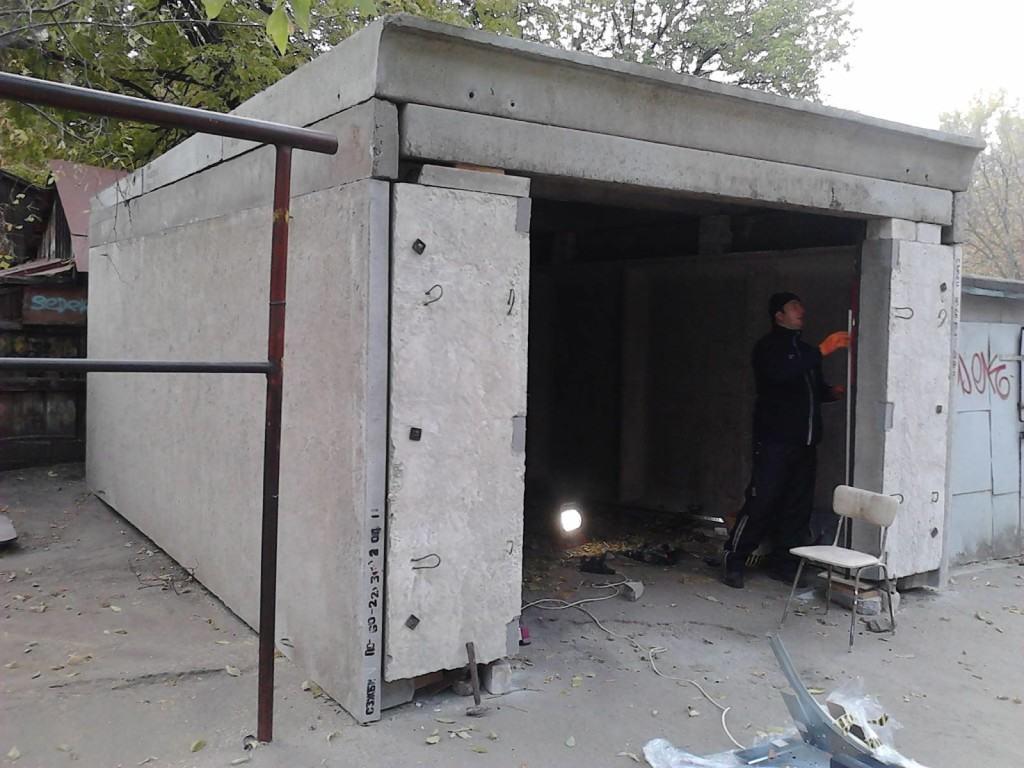 Бетонный гараж из монолитных плит