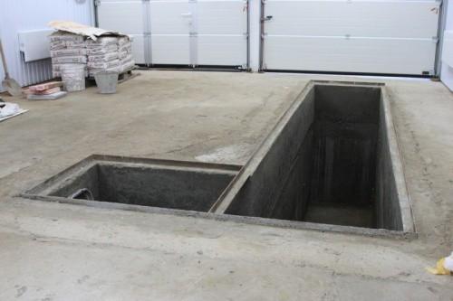 Г-образная яма в большом гараже