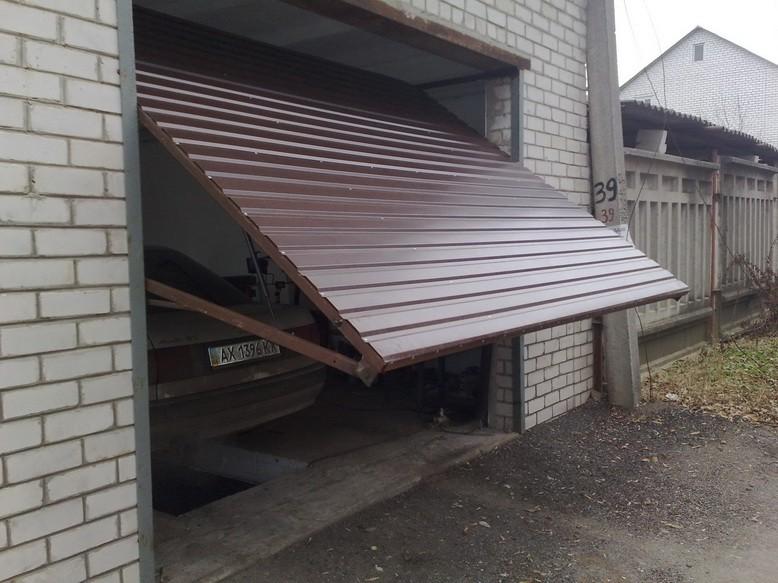 Использование подъемно-поворотных ворот в гараже