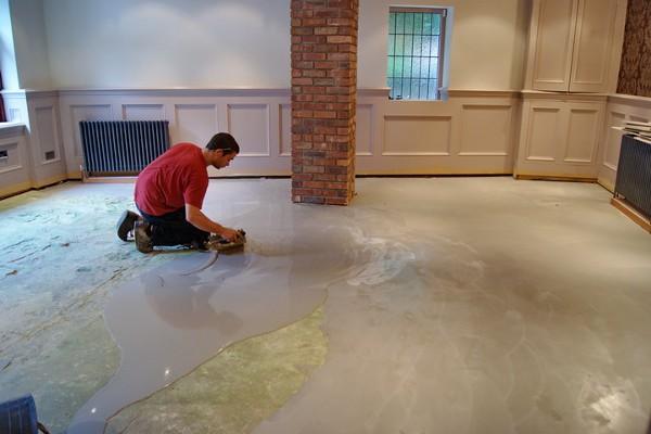 Нанесение грунта на поверхность из бетона