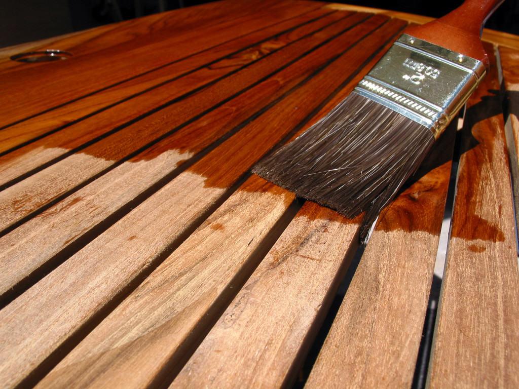Покрытие деревянных досок лаком