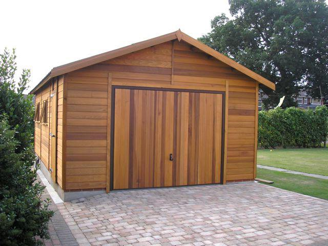 Пример деревянного гаража на сплошном фундаменте