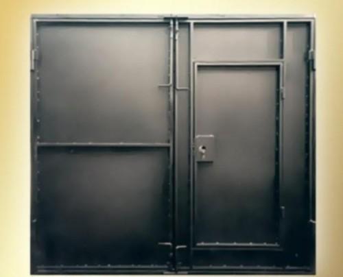 Пример стандартных распашных ворот для гаража
