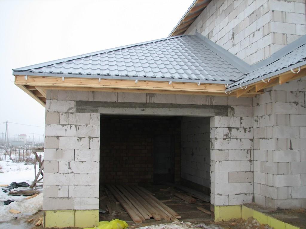 Пристроенный гараж из пеноблоков