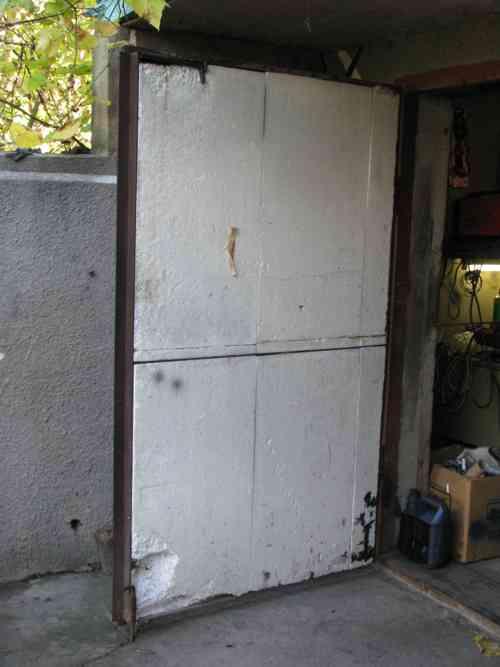 Проводим утепление ворот гаража