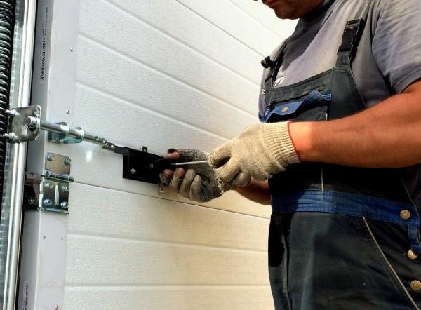 Как сделать запоры на ворота гаражные ворота 28