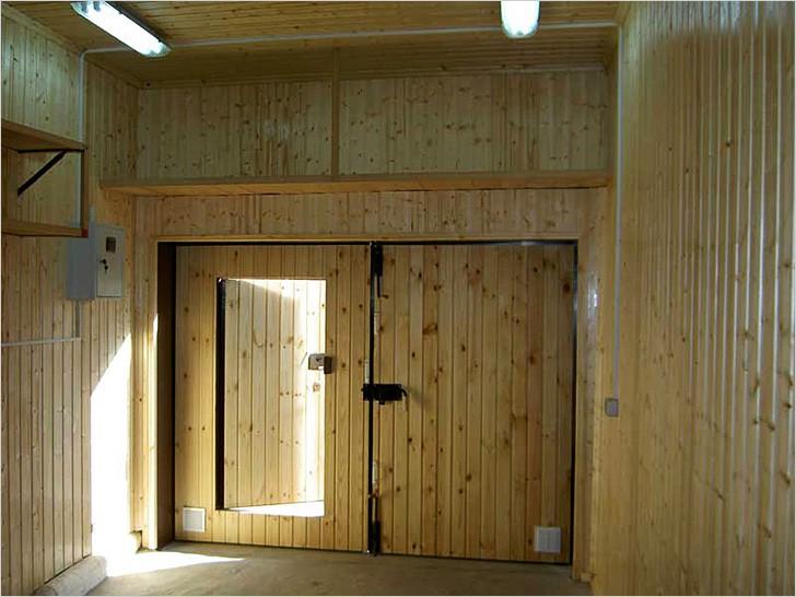 Чем обшить гараж изнутри