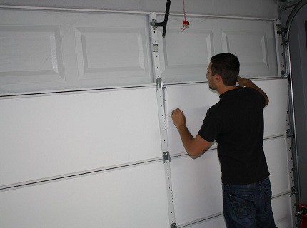Чем обшить гаражные ворота