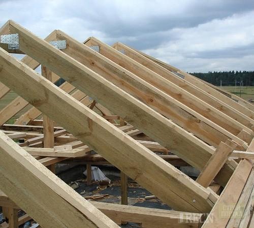 Деревянная крыша гаража