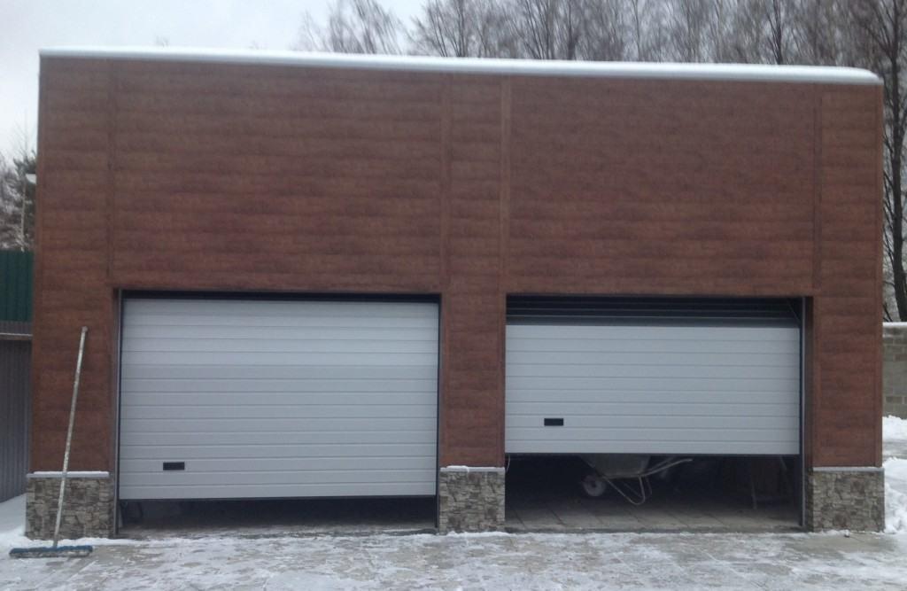 Гараж на 2 машины с двумя воротами секционными