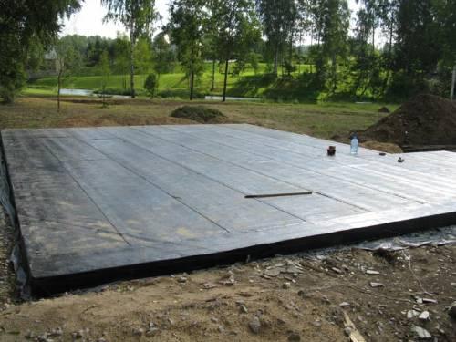 Плитный фундамент для гаража из досок