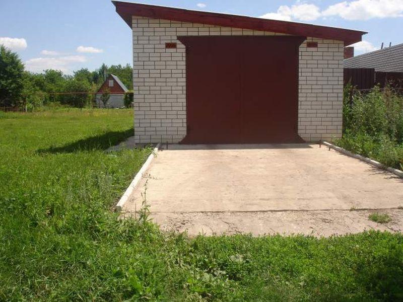 Постройка кирпичного гаража с односкатной крышей