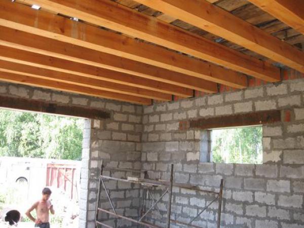 Возведение крыши своими руками на газоблочном доме видео
