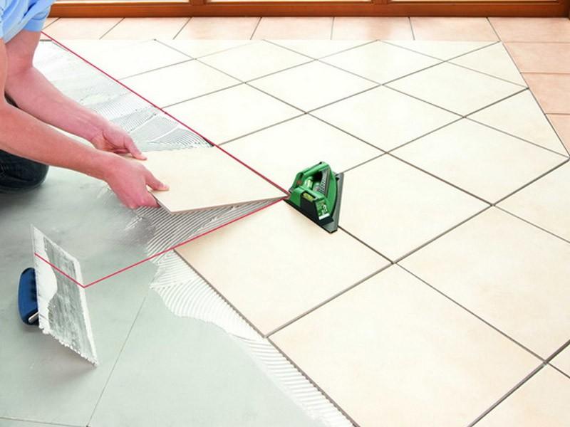 Укладка плитки при помощи лазерного уровня