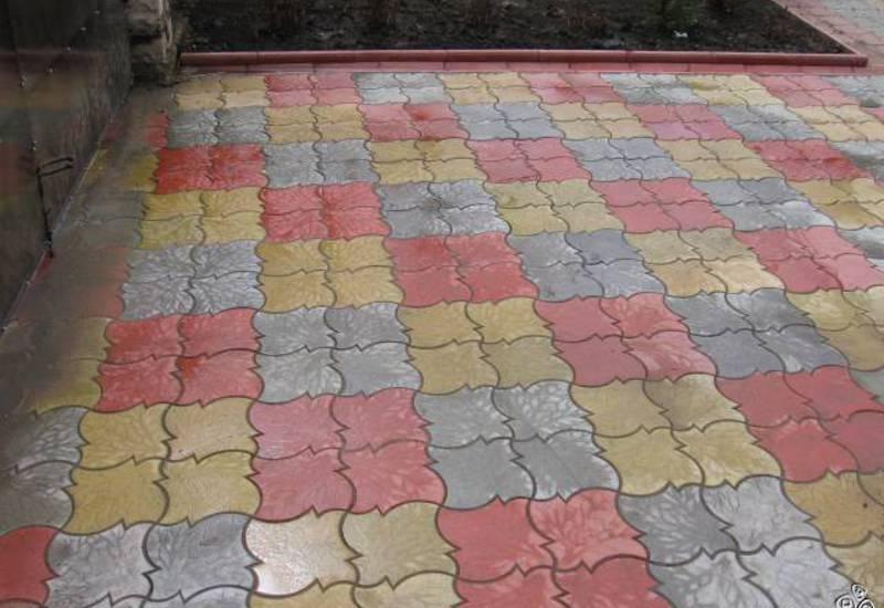 Укладка тротуарной плитки в гараже
