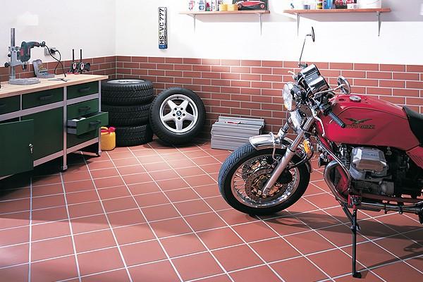 Укладываем плитку в гараже своими руками
