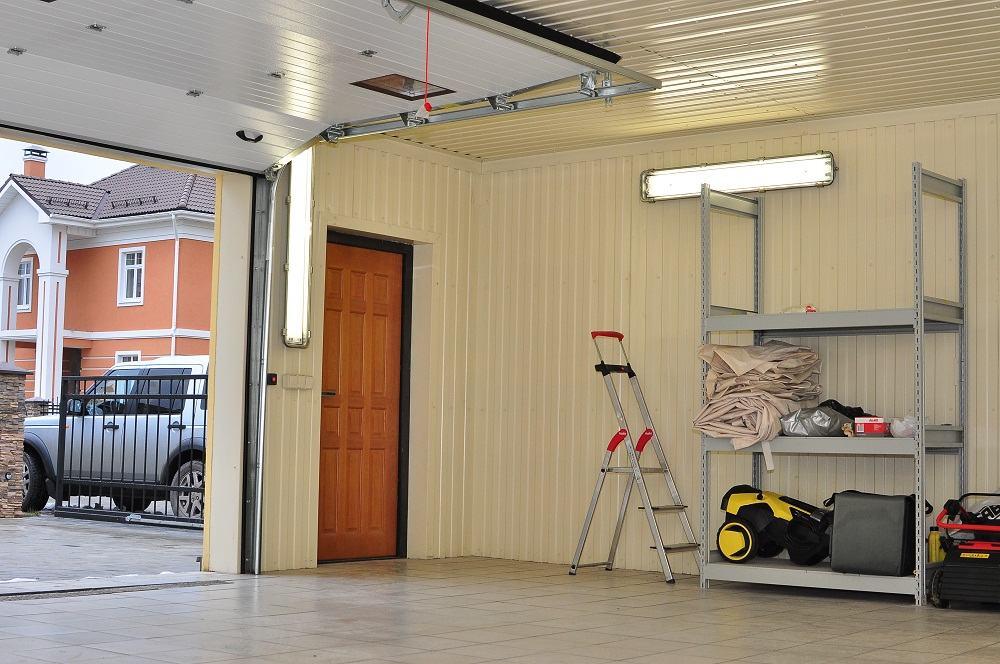 Чем в гараже отделать стены