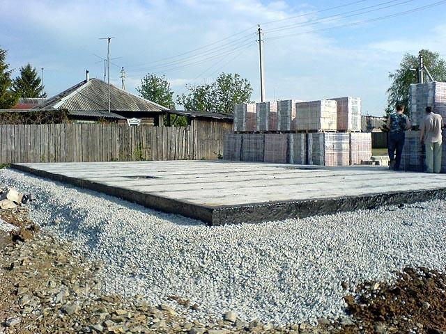 Готовый монолитный фундамент под кирпичный гараж
