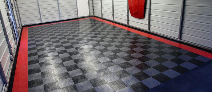Резиновая плитка на полу в гараже