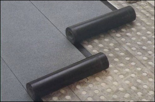 Укладка рулонного резинового пола