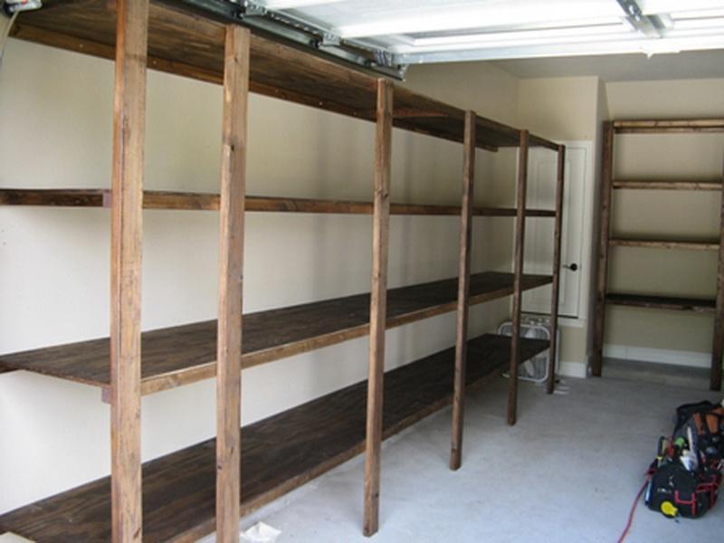 Установке стеллажей вдоль стен гаража
