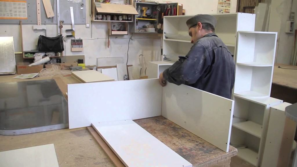 Занимаемся производством корпусной мебели в гараже