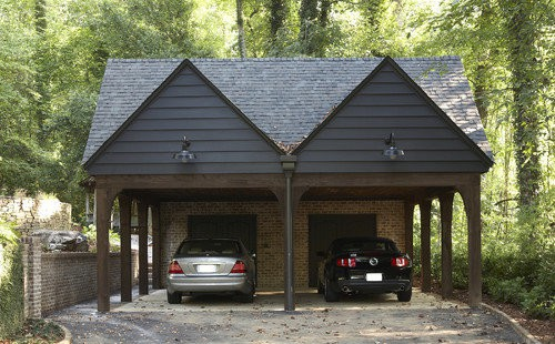 Пример гаража с мансардным навесом