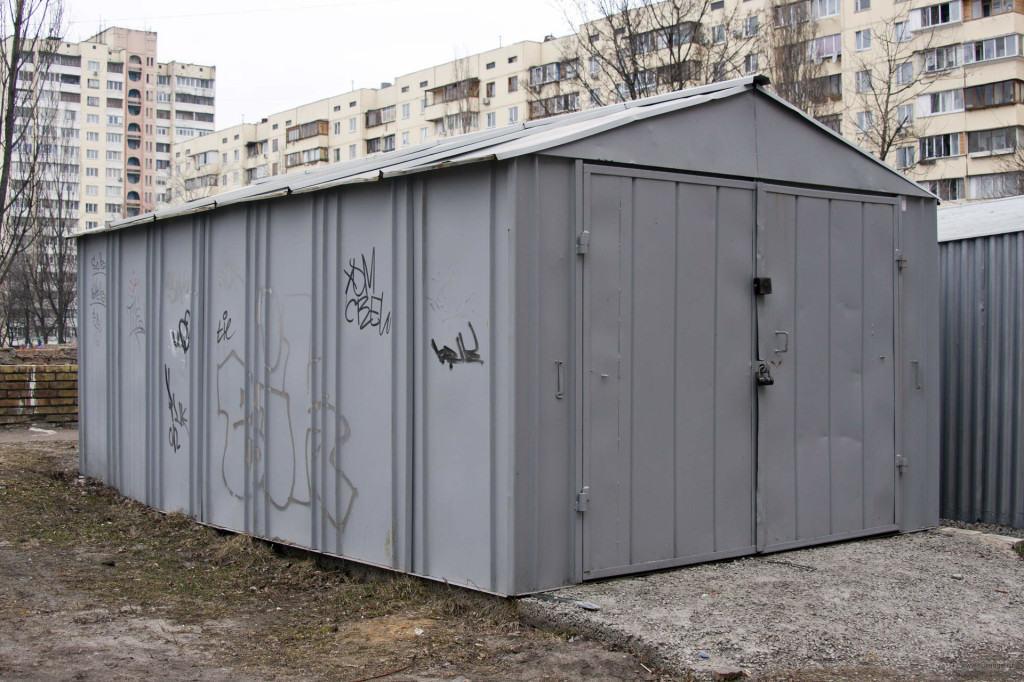 Пример металлического гаража без капитального фундамента