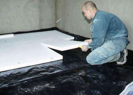 Укладка пенопласта на поло гаража