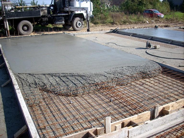 Заливка монолитного фундамента для гаража