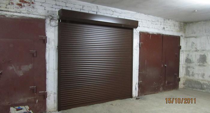 Рольставни снаружи гаража