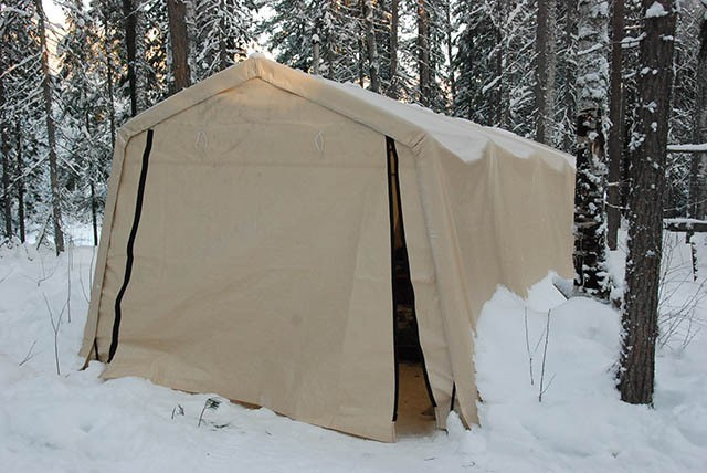 Тент – гараж в зимнем варианте с воротами на прочных молниях.
