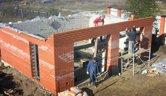 Делаем стены из кирпича