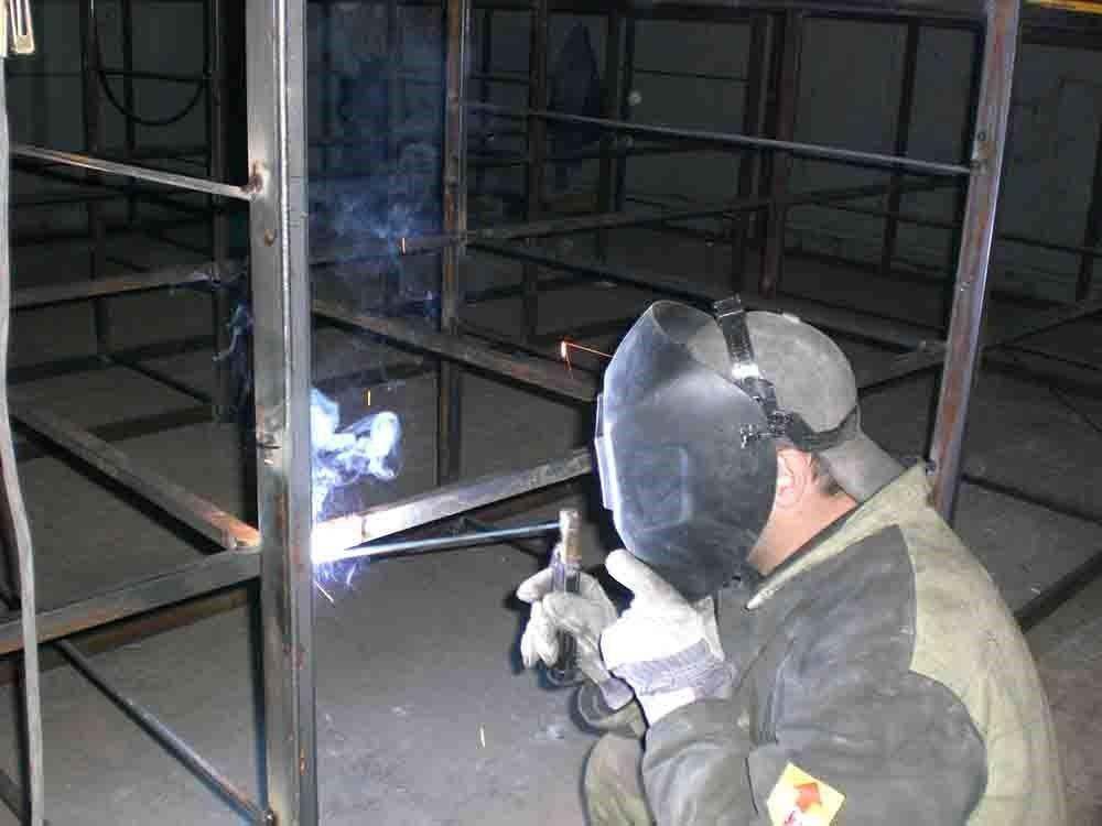 Изготовление стеллажа из металла при помощи сварки.