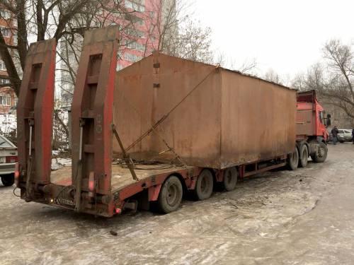 Перевозка металлического гаража тралом.