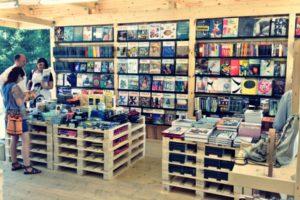 Магазинчик книг и журналов